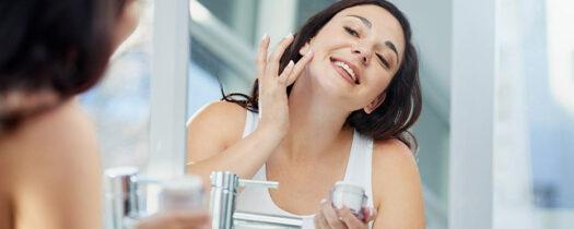 Massage anti-rides : comment retarder les signes de l'âge efficacement