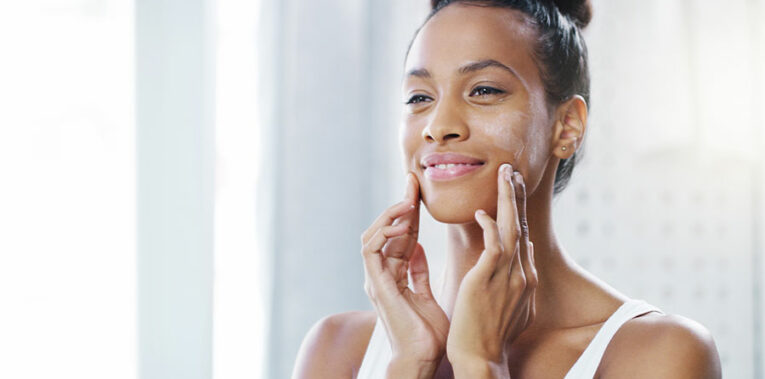 Hydrater ou nourrir sa peau : quelle différence ?