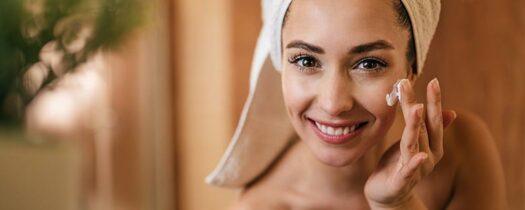 Crème visage et eau thermale : nos conseils pour soigner votre peau