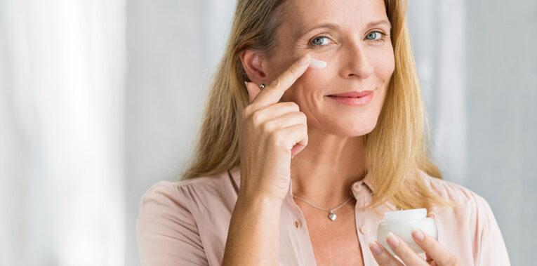 Quelle crème matifiante anti-âge choisir ?